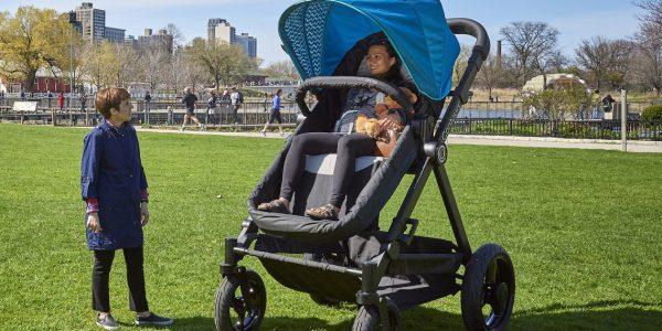 Contours bietet für Testfahrt Kinderwagen in Erwachsenen-Größe an
