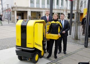 Dhl-postbot-319x225 in